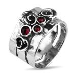 Серебряное кольцо Yaffo с гранатом TZR438