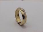 Обручальное кольцо из золота с бриллиантовой дорожкой 32К610146