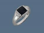 Перстень из серебра с фианитами и ониксом К5Т450530