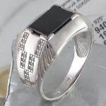 Перстень из серебра с фианитами и ониксом Р3Т4501394